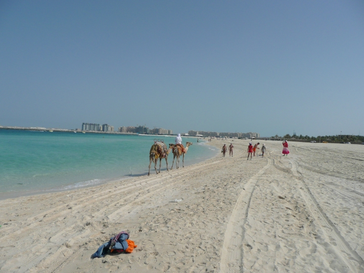 Palm_Jumeirah_from_a_beach_in_Dubai_3.jpg